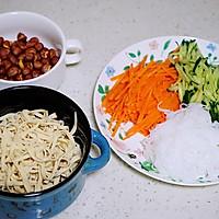 绝佳开胃凉菜之凉拌豆皮丝的做法图解1