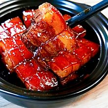 #肉食主义狂欢# 传统名菜东坡肉,色泽红亮,肥而不腻