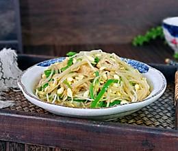 #我们约饭吧#黄豆芽青椒炒油泡的做法