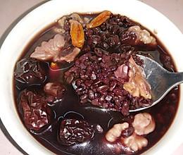 食疗养生:黑米核桃红枣枸杞粥的做法