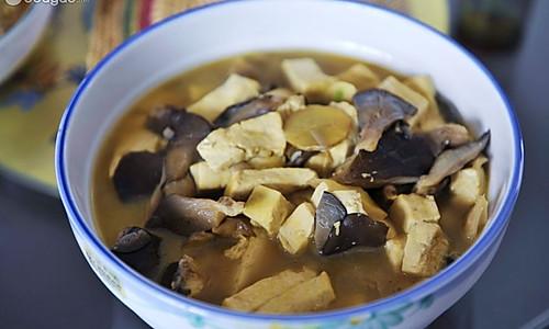 蘑菇炖豆腐的做法