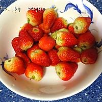 草莓果粒牛奶的做法图解1