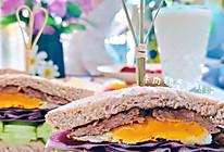 #我们约饭吧#牛肉鸡蛋蔬菜三明治的做法