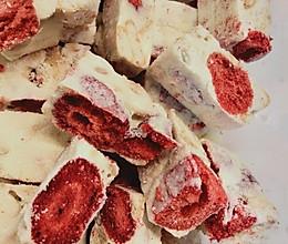 高颜值草莓干雪花酥的做法