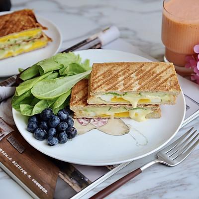 黄瓜鸡蛋热压三明治