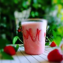 #精品菜谱挑战赛#草莓奶昔