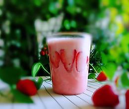 #精品菜谱挑战赛#草莓奶昔的做法