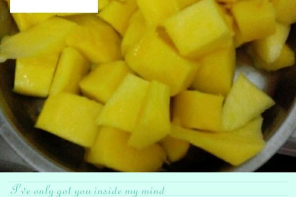 鲜芒果切块的做法
