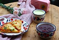 儿童营养早餐:鸡肉杂疏披萨+红豆红枣汤+安佳牛奶的做法