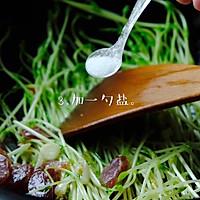 #餐桌上的春日限定#腊肠炒豌豆苗一分钟即可学会营养又低脂。的做法图解4