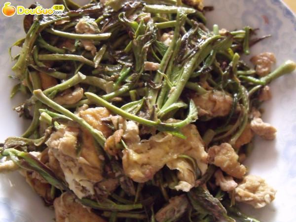 春季独有的美味--香椿炒蛋~~-春季美食的做法