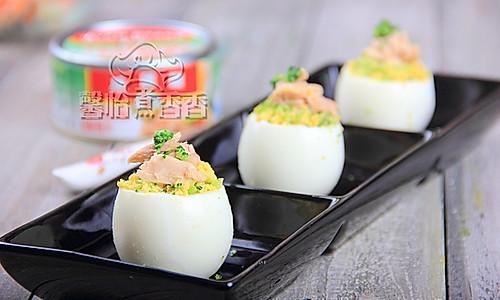 让宝宝着迷的鸡蛋----金枪鱼鸡蛋盅的做法
