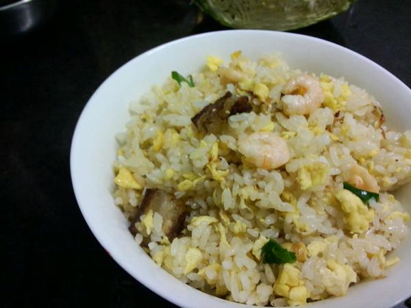 大喜大牛肉粉试用之腊味虾仁蛋炒饭的做法