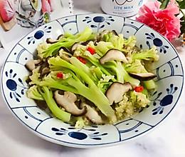 #憋在家里吃什么#小米椒鲜香菇炒菜花的做法