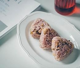 蔓越莓汁提子干肉松饭团的做法