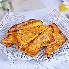 #换着花样吃早餐#罗勒蜂蜜吐司角