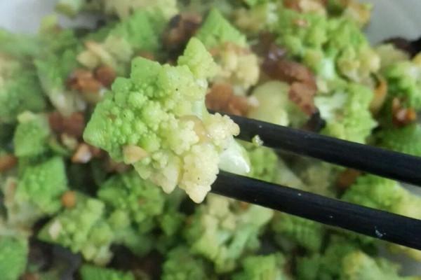 蒜蓉腊肉宝塔菜花的做法