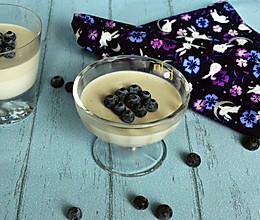 蓝莓椰浆布丁:餐桌礼仪的做法