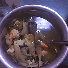 蘑菇豆腐鲜虾汤