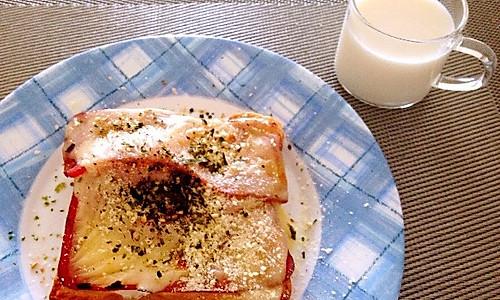 工作日五分钟的营养早餐——鸡蛋芝士培根烤吐司的做法