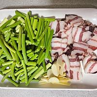 蒜苔炒腊肉的做法图解2