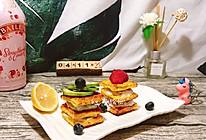 #换着花样吃早餐#牛油果(草莓)酸奶夹心三明治的做法