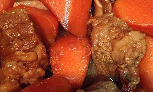 胡萝卜炖牛腩(火红开胃香喷喷)的做法