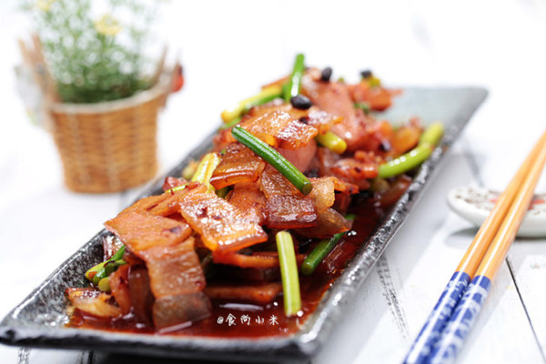 蒜苗炒腊肉 的做法