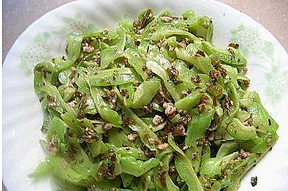 干煸苦瓜炒芽菜的做法
