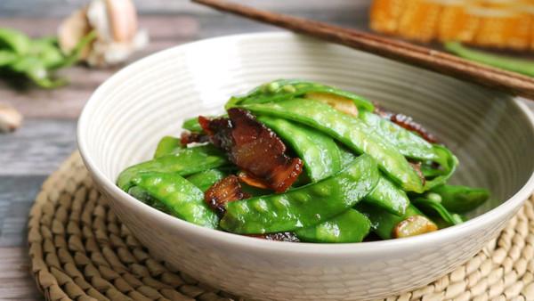 快手菜~酱油腊肉炒荷兰豆的做法