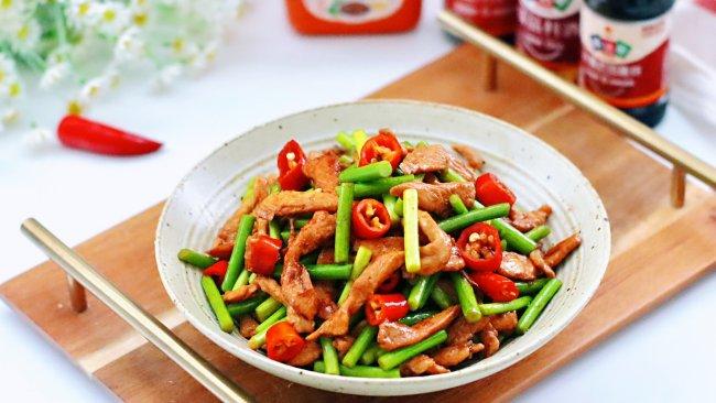 #名厨汁味,圆中秋美味#蒜苔鸡肉小炒的做法