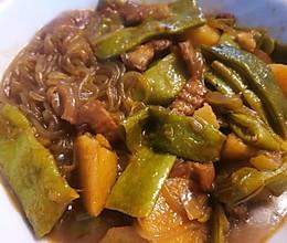 土豆豆角炖肉~就是要油油腻腻软软烂烂的做法