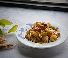 #春天肉菜这样吃#宫保鸡丁的做法