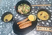 减肥营养健康早餐 海鲜蔬菜沙拉莲子百合小米黄金粥的做法