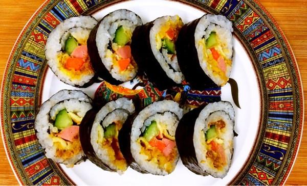 芝士肉松咸蛋黄紫菜包饭#百吉福创意芝士早餐#的做法