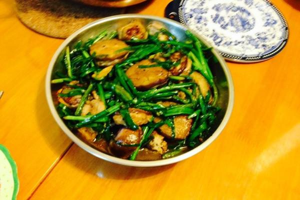 墨鱼茄盒炒韮菜的做法