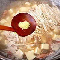 #憋在家里吃什么#金针菇豆腐鱿鱼煲的做法图解10