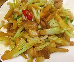 #我们约饭吧#干锅花菜炒五花肉的做法