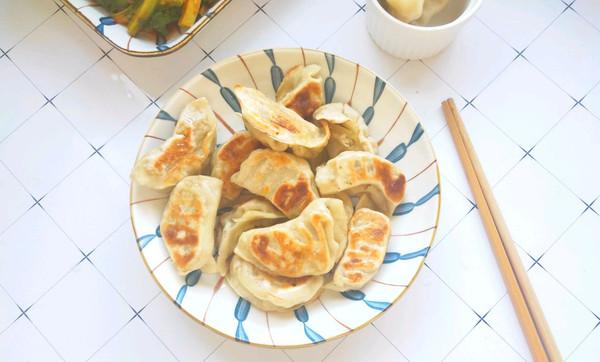 剩下水饺这样做不仅简单省事 家里宝宝也超级爱吃的做法