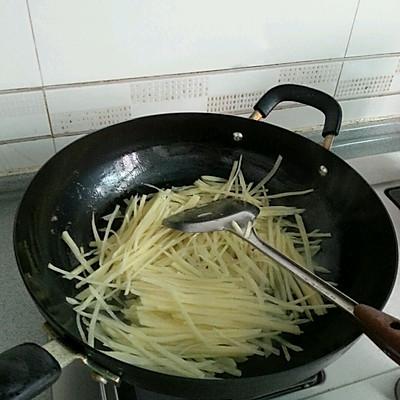 沙茶牛肉炒土豆丝的做法 步骤7