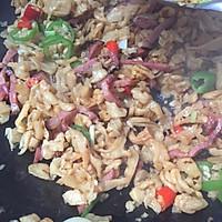 炒鸡下饭!萝卜干炒熏肉的做法图解5