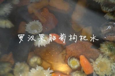 喉咙痛降火饮品--罗汉果菊花枸杞水
