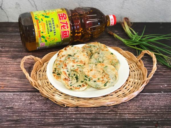 饺子皮版葱油饼#金龙鱼营养强化维生素A新派菜油#的做法
