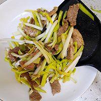 快手小炒—蒜黄炒肉#春天肉菜这样吃#的做法图解9