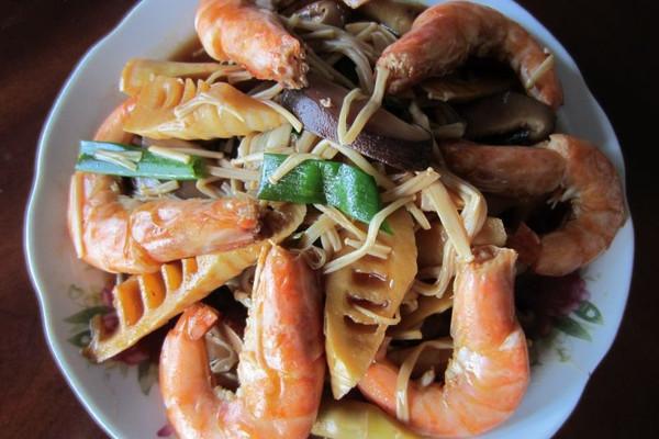竹笋双菇烧大虾的做法