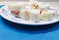 高颜值-草莓椰蓉小奶方的做法