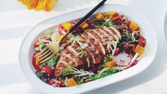 煎鸡排藜麦沙拉的做法