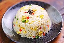 彩色蛋炒饭经典早餐的做法