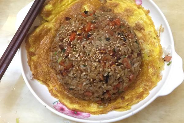 秘制炒饭(有一种妈妈的味道向日葵炒饭)的做法