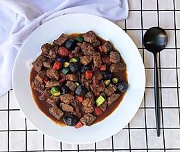 黑蒜烧牛肉粒的做法